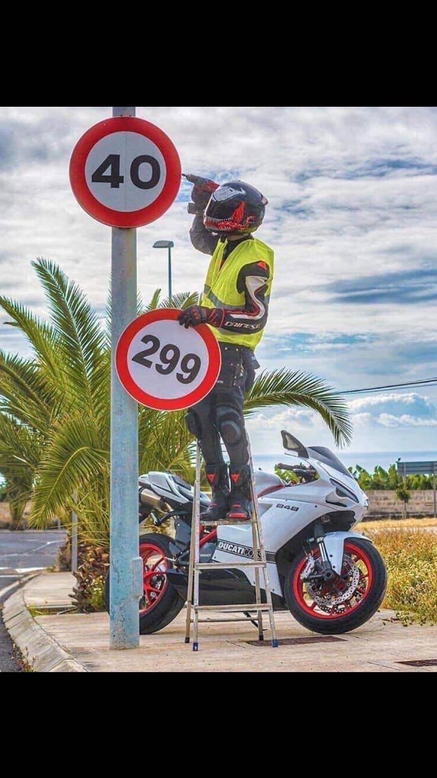 Most Popular Super Sport Bikes HD Wallpapers – Free Download (34)