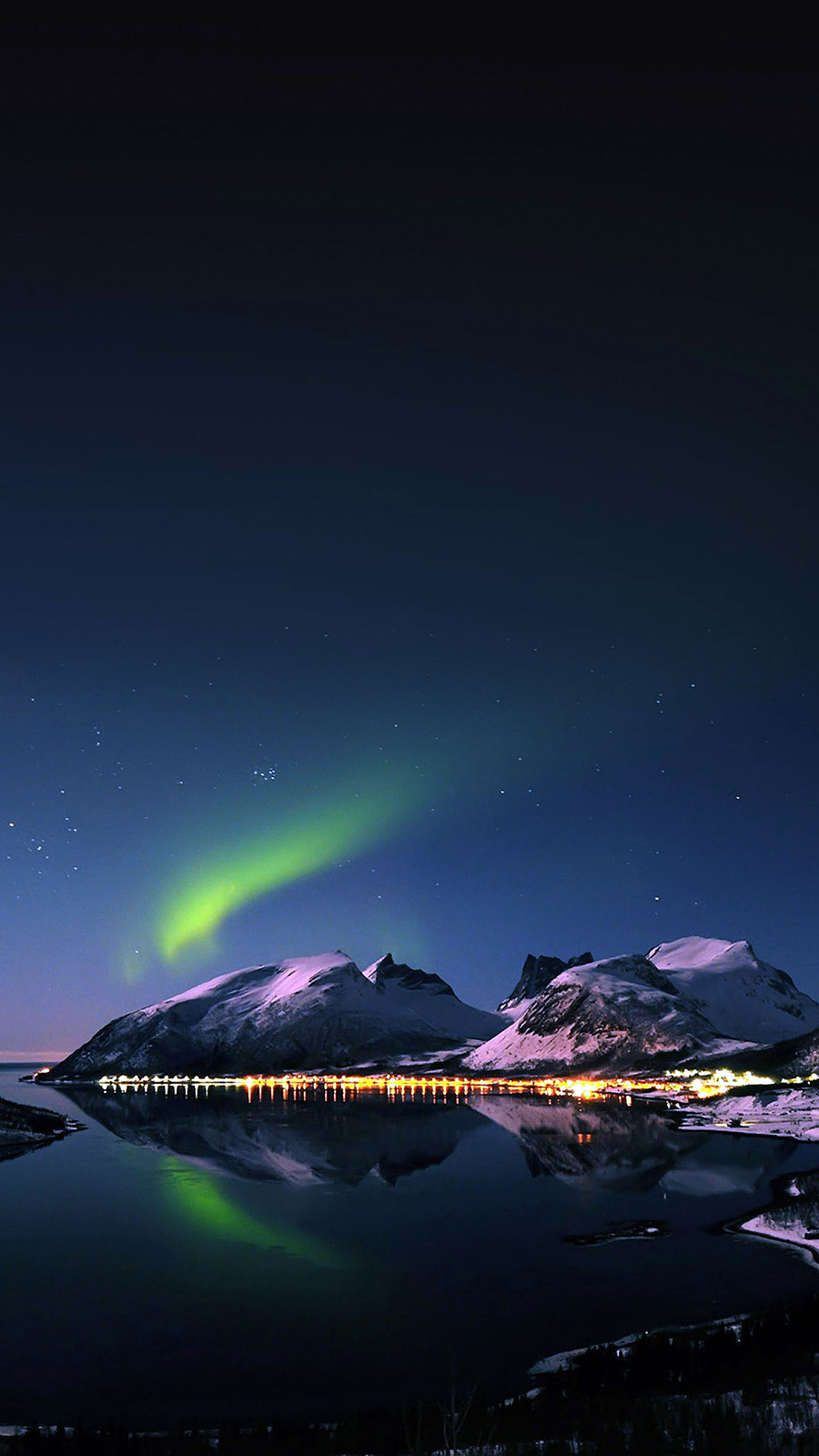 Aurora Night Snow Mountains Wallpapers Free Download