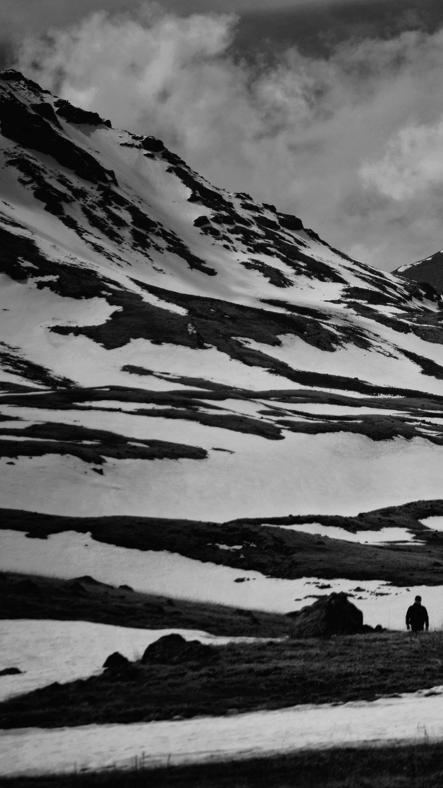 Black & White Snow Mountain Android Wallpaper