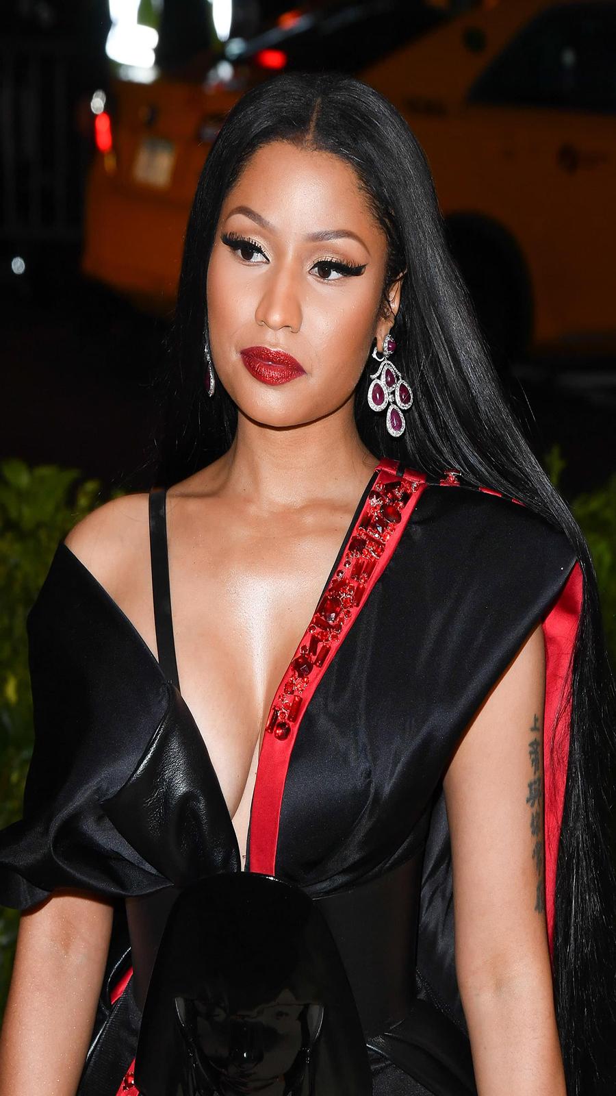 Nicki Minaj Fashion Show HD Wallpapers